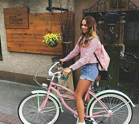 Жена на колело е едновременно добра и лоша идея