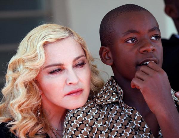 Мадона се посвети на футболната кариера на приемния си син