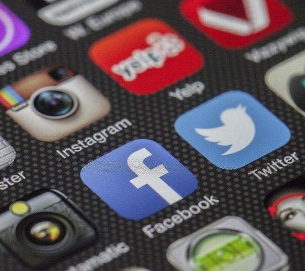 Facebook доминира в приложенията за десетилетието